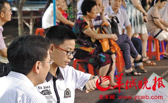 升学难题,考了学生也难为家长 羊城晚报记者 陈秋明 摄