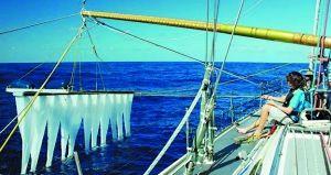 斯拉特在海上测试设备。