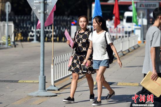 图为北京电影学院开学现场。