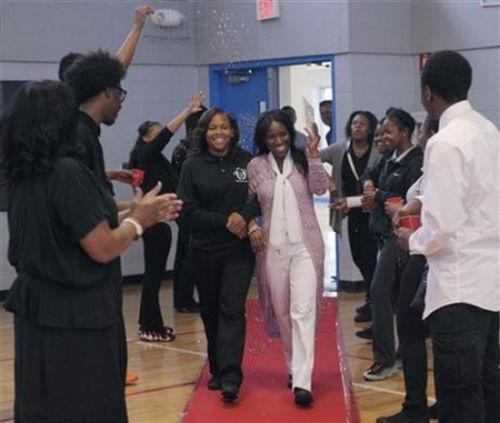 美高女体育老师为救学生捐肾令所有人感动-美国高中网
