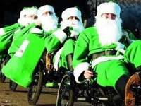 圣诞老人服装最初是绿色的
