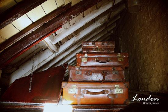 16阁楼的旅行箱。