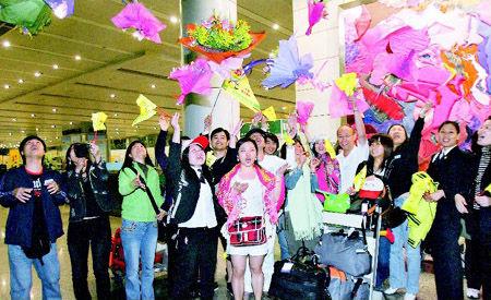 撤离曼谷:最大规模海外游客撤离纪实(图)