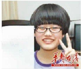 """新""""三好学生""""杨倩。 记者 王�鹰 摄"""