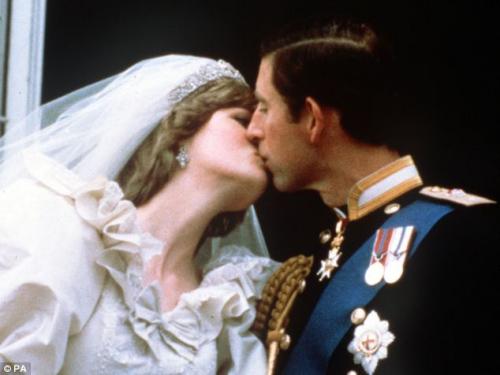 1981年7月29日,查尔斯王子与戴安娜举行婚礼,全球共5亿人见证了那一刻