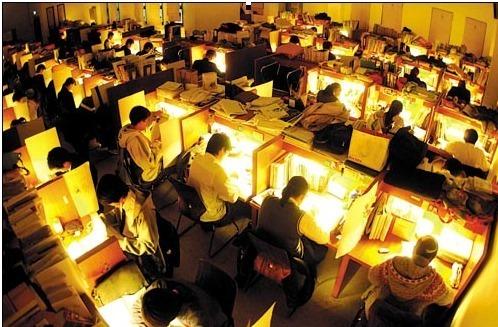 两张美国哈佛大学图书馆凌晨4点多学生仍在学习的照片,曾在网上迅速传播