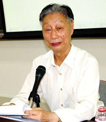 提议设立教师节的第一人、北师大原校长王梓坤。