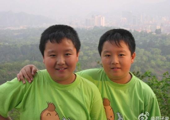 图为两兄弟曾是小胖墩照片。
