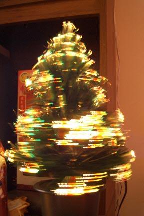 15种非主流圣诞树:空瓶子和旋转的(组图)