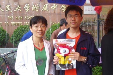 6月6日高考现场传真:用微笑迎接挑战