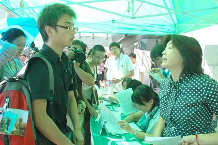 抗震英雄北川中学学生申龙北大报到(图)