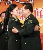谭晶与恩师李双江拥抱
