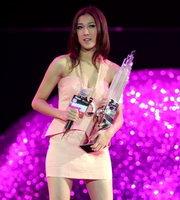 新人王女歌手钟嘉欣