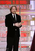 《机器人瓦力》<br>获得最佳动画片的殊荣<br>导演登台领奖
