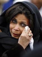 一位美国妇女激动落泪