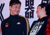 吴京(左)和郑中基