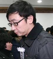 导演陆川神情哀伤