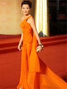 杨紫琼着复古橘红裙