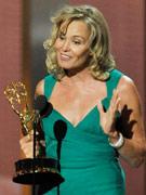 杰西卡・兰格凭《灰色花园》获电视电影最佳女主角