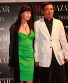 演员石兰温柔可人(左)