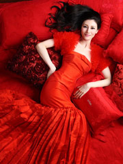 李嘉欣岁末红裙写真