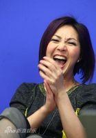杨千�每�心大笑