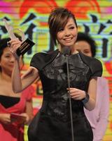 张靓颖获年度最佳女歌手