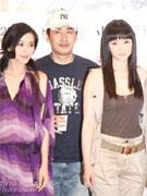 柳云龙携两美女
