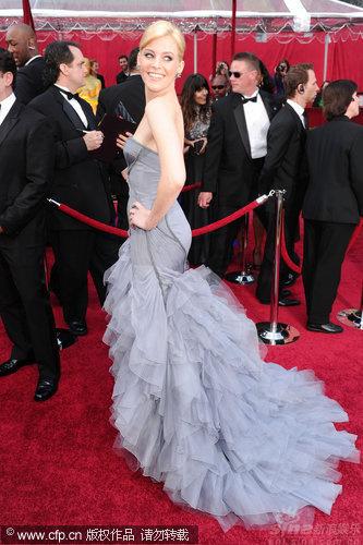 奥斯卡红毯时尚点评:丰乳肥臀的时尚秀(组图)