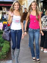 美国Twins罗斯姐妹逛街购物