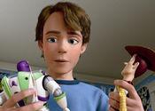 安弟不知该拿旧玩具如何是好