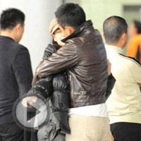 汪小菲机场和张雨绮秀甜蜜