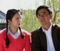 赵丹(邢岷山饰)和女儿赵青(黄湘丽饰)