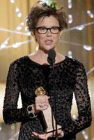 安妮特-贝宁凭《问题不在孩子》获音乐/喜剧类最佳女主角奖