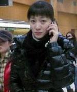 李小冉后台打电话