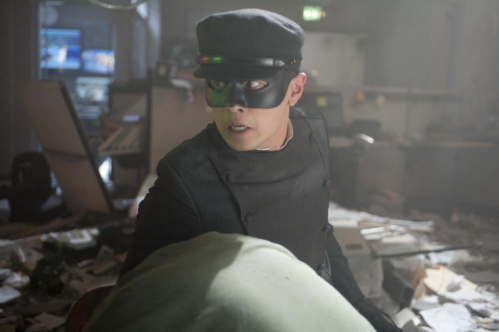 加藤戴着面具