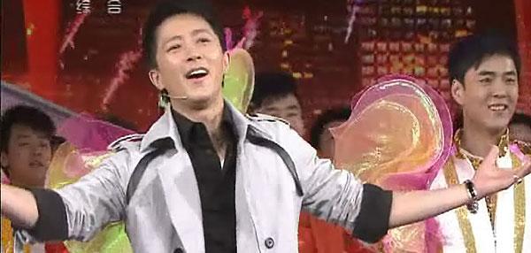 组图:韩庚周冬雨等开场舞《回家过年》