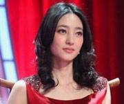 王丽坤红裙亮眼