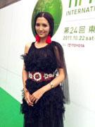 李桃黑色晚装似藏族姑娘