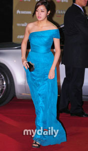 姜素罗蓝裙亮相
