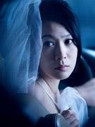 刘若英婚纱出镜