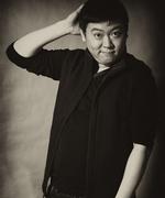 张懿曼饰亚洲男人