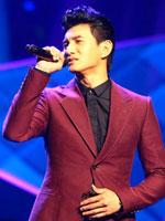 吴奇隆现场献唱《三寸天堂》