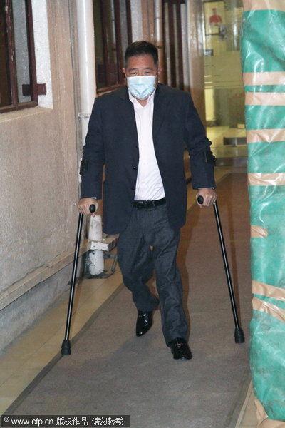 马廷强到医院探望老婆黎姿