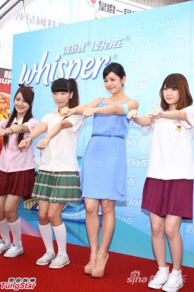 陈妍希与粉丝们玩半蹲