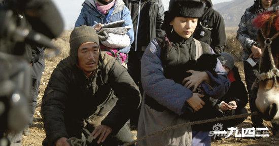 张默王子文在拍摄间隙