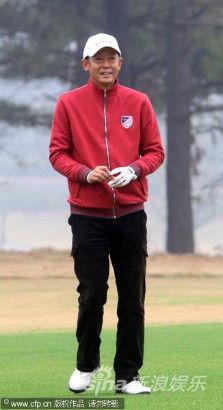 王志文打高尔夫