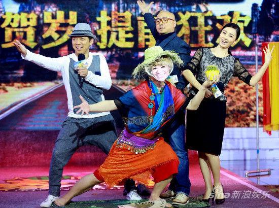 主演在台上大摆pose