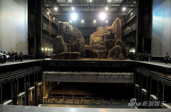 这次《罗恩格林》在舞台搭建的难度上可说是剧院有史以来最难的一次