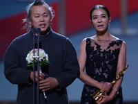 《圣殇》获最佳影片奖 金基德、赵敏秀领奖